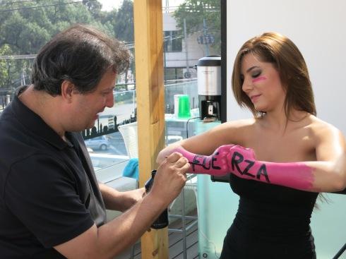 Martín prepara a Andrea Portugal para su foto final